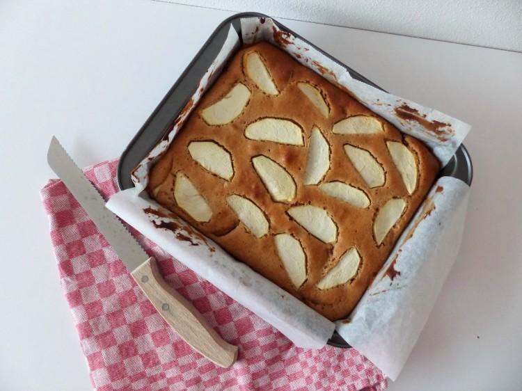 spiced apple tray bake 1