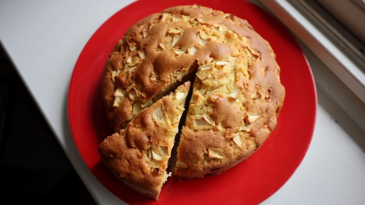 apple and olive oil cake 1