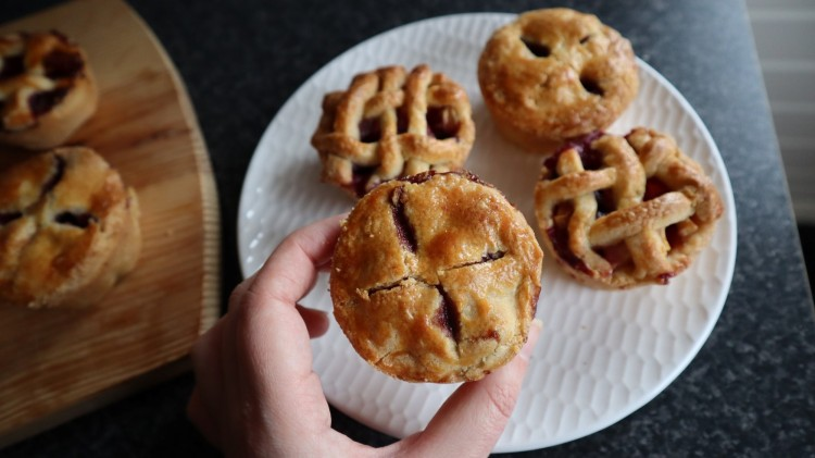 mini apple and blueberry pies 2