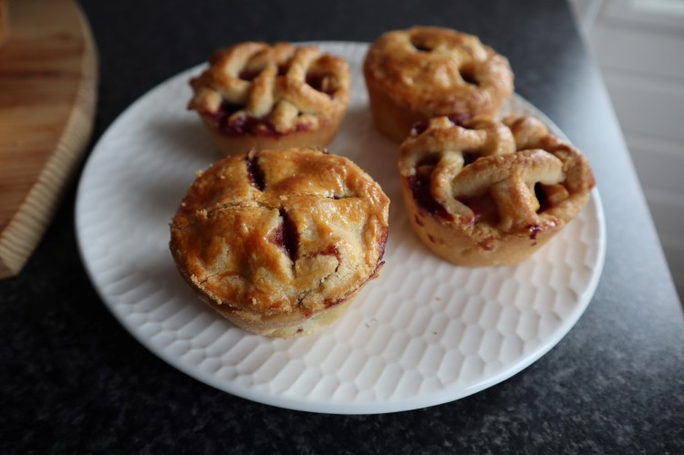 mini apple and blueberry pies 3